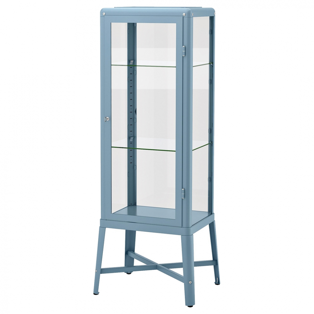 Vitrína Fabrikör (IKEA), lakovaný kov / sklo, cena 3 990 Kč, www.ikea.cz