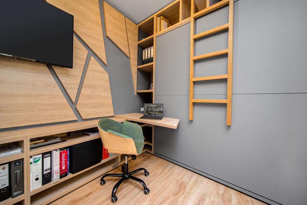 Na ploše o rozměrech 27 m² jsou naprojektovány a umístěny čtyři postele, plnohodnotná kuchyňská linka, jídelní stůl pro 4 lidi, dvě pracovní místa, šatna i obývací pokoj.